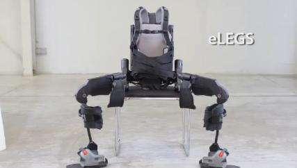L'exosquelette eLEGS possède une autonomie de 6 heures et atteint une vitesse de 3 kilomètres par heure. © Berkeley Bionics
