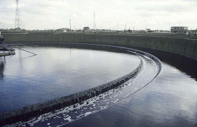 Épuration des eaux usées produisant des boues biologiques. © John Rostron, Geograph CC by-sa 2.0