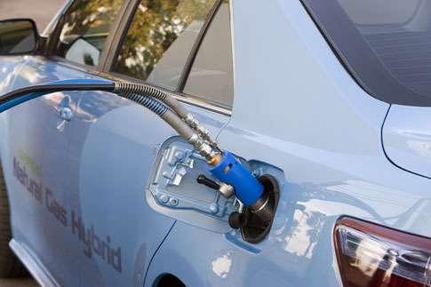 Une voiture qui fait le pari des carburants alternatifs : moteur hybride GNV/électricité. © SOCIALisBETTER CC by-nc-nd 2.0