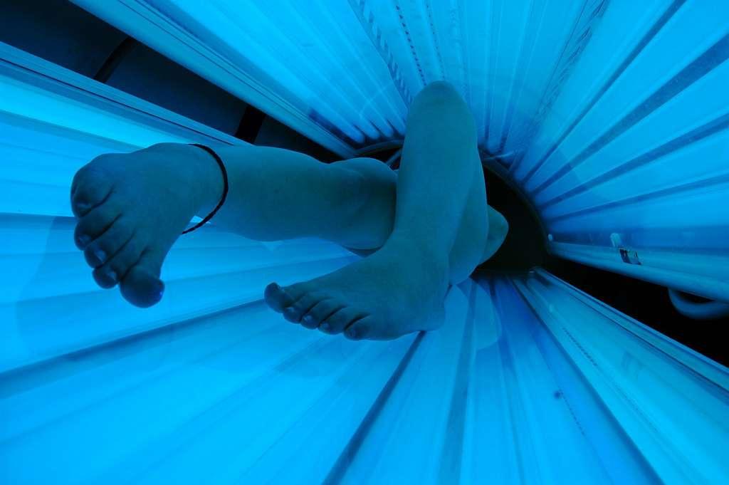 Le doute n'est plus permis : les risques de développer un cancer de la peau après une exposition aux UV des bancs de bronzage augmentent nettement. Mais les dangers seraient encore plus importants si l'on commence avant 25 ans. © Evil Erin, Flickr, cc by 2.0