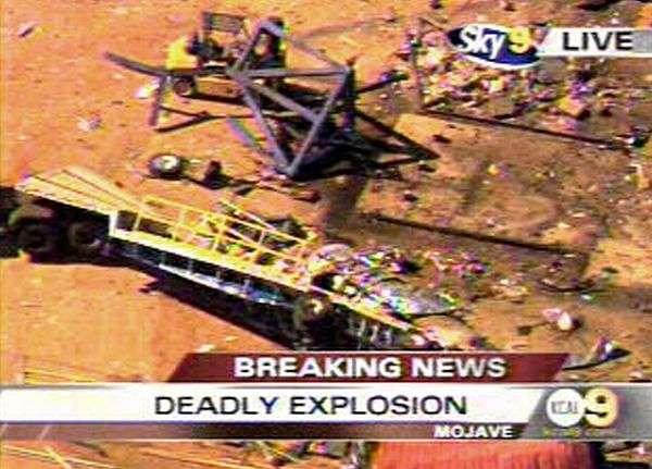 Image de l'explosion transmise par la chaîne américaine KCAL 9 TV. Vue d'hélicoptère.