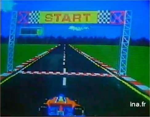 Un jeu d'Atari qui fait fureur en 1983 : une véritable course de voitures, avec freinages, accélérations, dérapages et carambolages ! Pour l'instant, on ne le trouve que dans des salles de jeux, mais dans moins d'un an on pourra y jouer chez soi sur un ordinateur personnel. Une révolution est en marche. © Ina