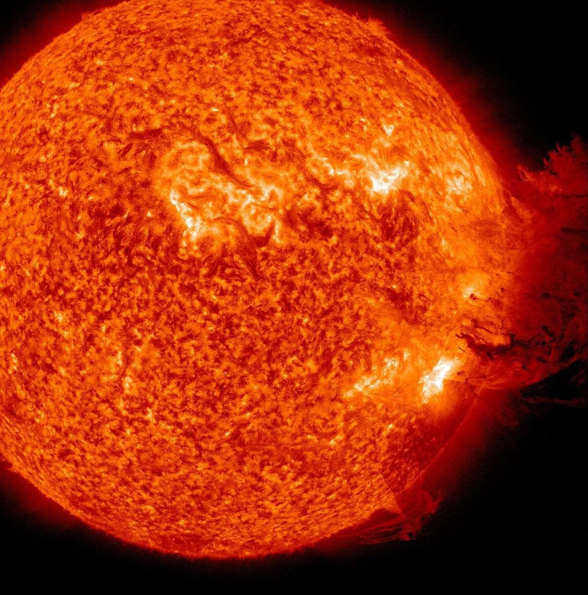 Une spectaculaire éjection de matière coronale observée le 7 juin 2011 par le Solar Dynamics Observatory. © Nasa/SDO