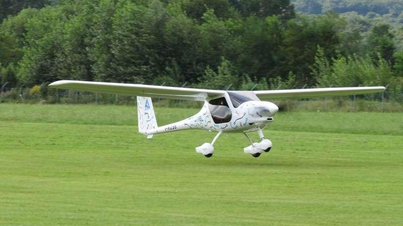Le Pipistrel Wattsup au décollage. Son moteur, qui développe 115 ch, a une puissante largement suffisante pour ce petit avion (dérivé d'un autre modèle de la marque, l'Alpha Trainer). © Pipistrel