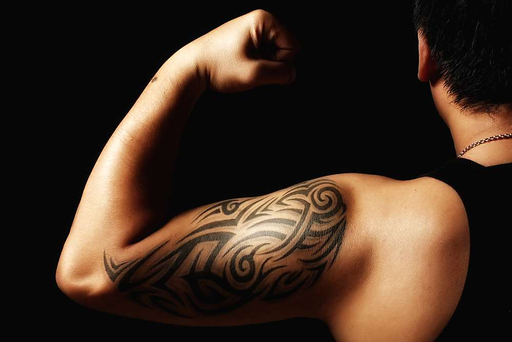 Le biceps permet au bras de se plier et fonctionne de manière opposée à son antagoniste, le triceps. © Jhong Dizon, Flickr, cc by 2.0