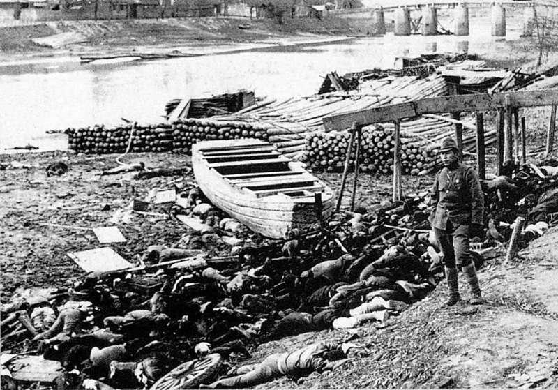 Des victimes du massacre de Nankin. La représentation historique de certaines atrocités perpétrées en temps de guerre par le Japon comme par la Chine est toujours source de tensions entre les deux pays. © Murase Moriyasu, Wikimedia Commons, DP