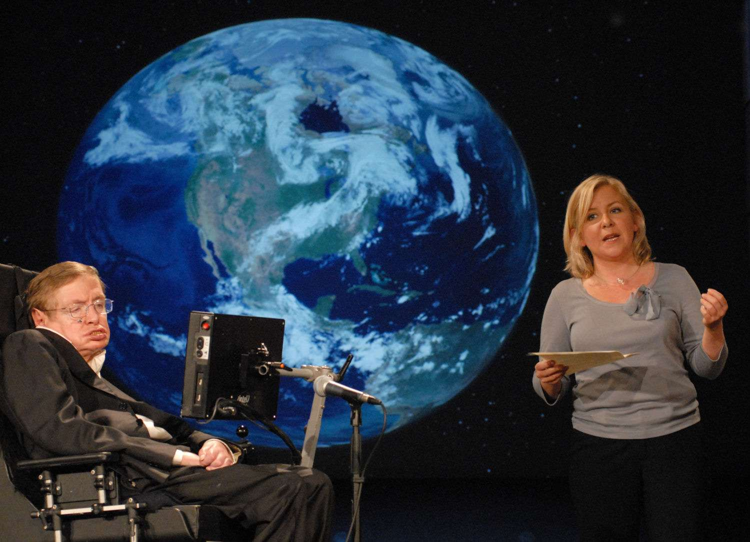 Stephen Hawking et sa fille Lucy. Crédit : George Washington University (GWU).