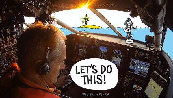 « Faisons-le ! », affirme André Borschberg, seul dans son cockpit, au-dessus de l'océan Pacifique. © Solar Impulse
