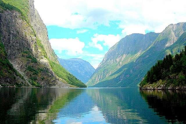 Morphologie typique d'un fjord norvégien. © Ken Douglas/Today is a good day CC by-nc-nd 2.0