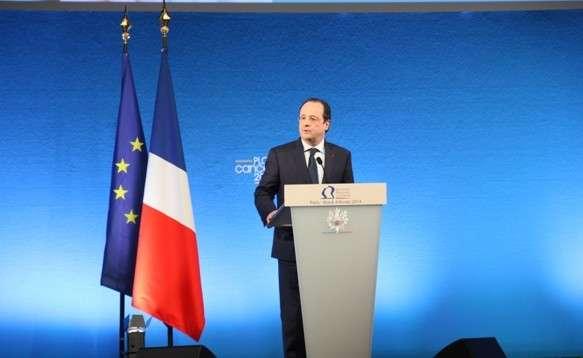 Le président François Hollande lors de la présentation du troisième Plan cancer, le 4 février 2014. Entre autres annonces, la convention AERAS sera renégociée. © INCA