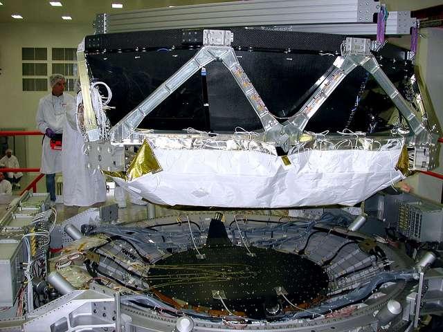 Le détecteur AMS-02 au Cern en juillet 2010 avant son départ pour le Centre spatial Kennedy. Crédit : Maximilien Brice-Cern