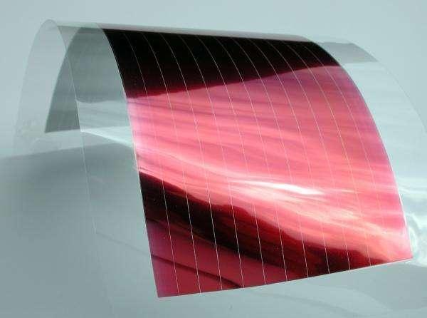 Les cellules photovoltaïques plastique sont souples et peuvent donc être installées sur des surfaces courbes, comme les ponts de voiliers ou les coques d'ordinateurs portables. Certains chercheurs souhaiteraient même en intégrer dans les fenêtres des habitations. © Fraunhofer ISE
