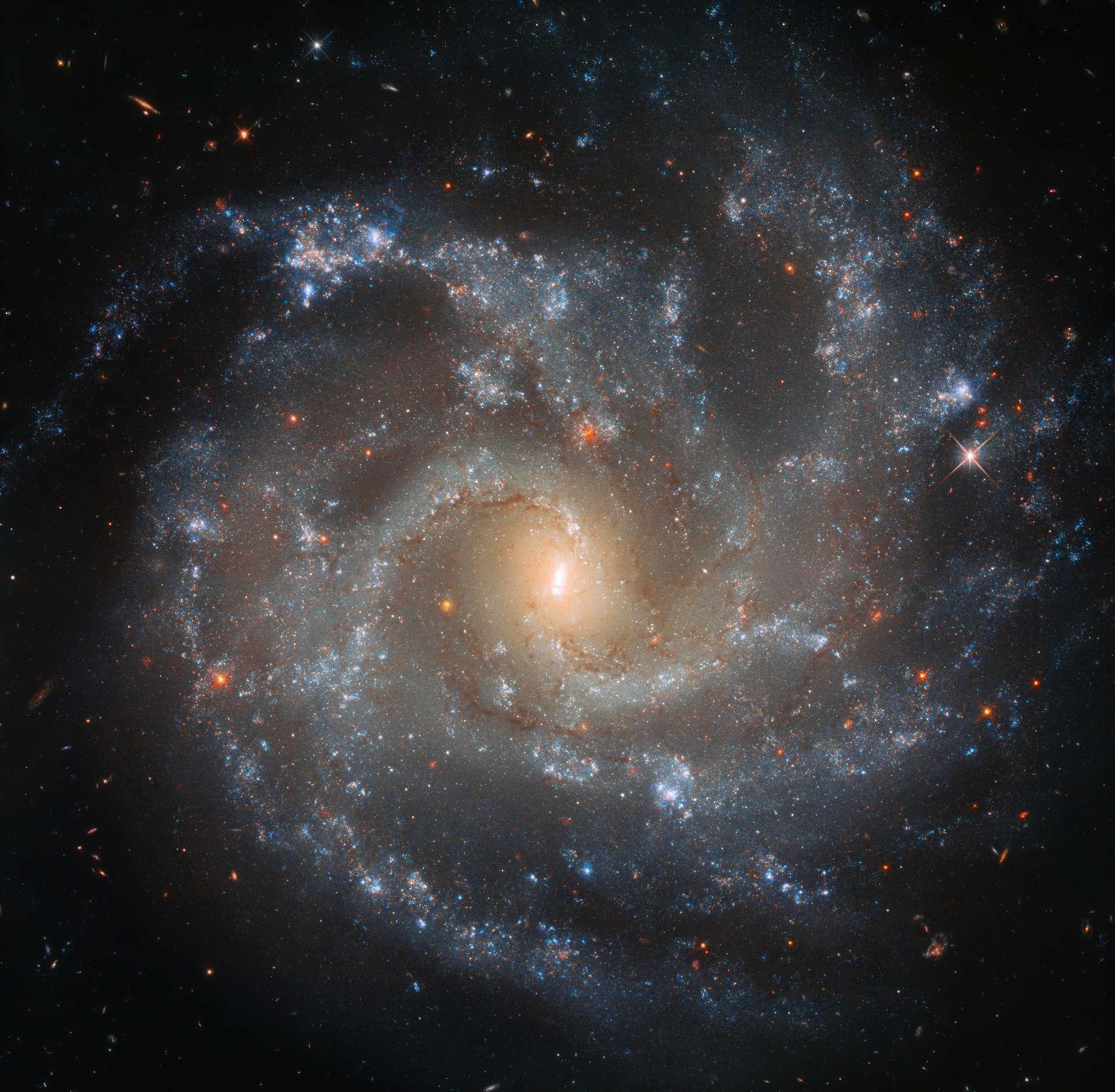 Superbes détails de la galaxie NGC 5468 photograhiée par Hubble. © ESA, Hubble, Nasa, W. Li et al.