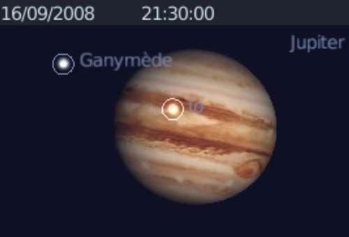 Observez les satellites Io et Ganymède projeter leurs ombres sur la planète Jupiter