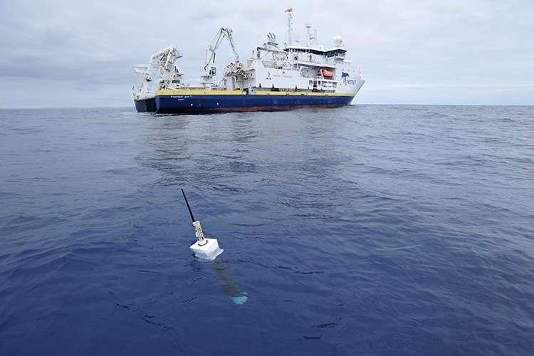 Un des quelque 4.000 flotteurs du réseau international Argo d'observation de la température, de la salinité et des courants des océans, déployé depuis les années 2000. © Argo