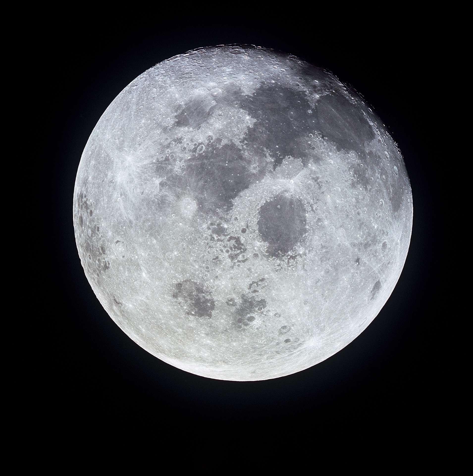 La ville chinoise de Chengdu envisage d'envoyer une seconde lune artificielle dans l'espace pour renforcer la lumière de la Lune afin de remplacer l'éclairage public. © Nasa
