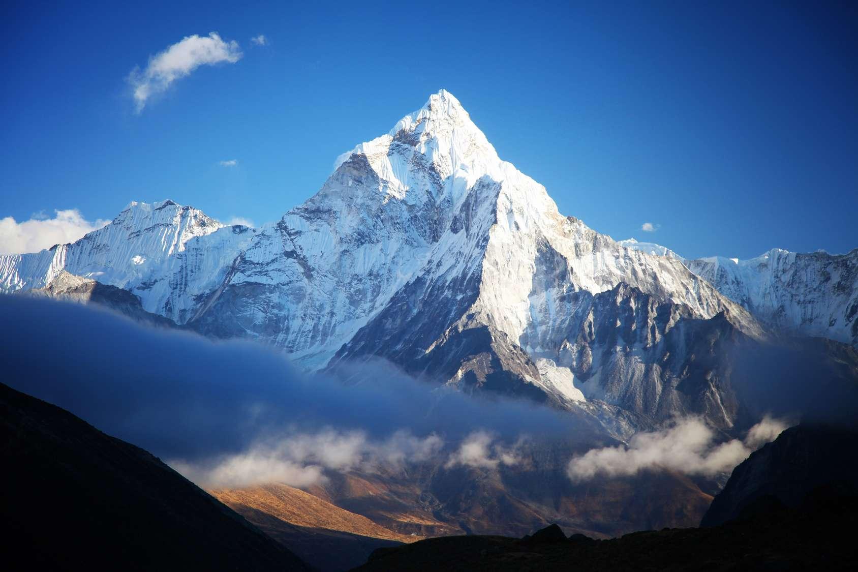 La hauteur officielle du mont Everest est désormais de 8.848,86 mètres, soit 86 centimètres de plus que la précédente mesure officielle. © Tarik Goc, Fotolia