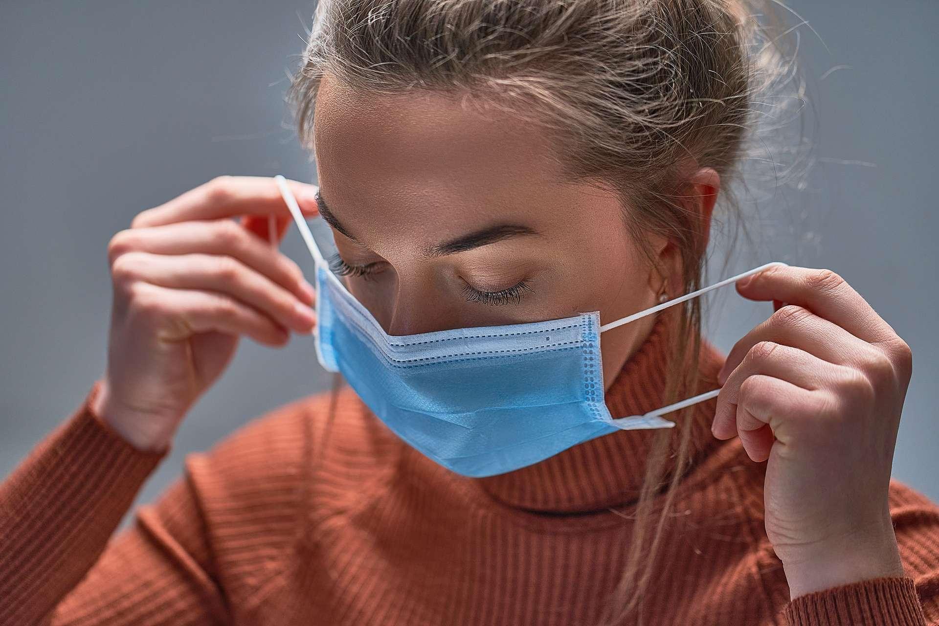 Pour être réellement efficace, le masque doit couvrir la bouche et le nez. © Goffkein, Adobe Stock