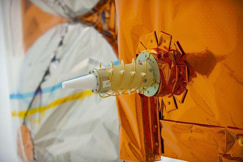 Doris sur le satellite CryoSat-2. Cet instrument fonctionne dans les deux sens et permet une orbitographie de précision mais aussi la détermination du géoïde terrestre. Crédits Esa / S. Corvaja