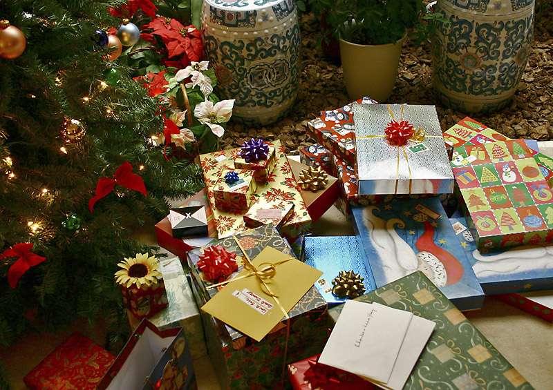 Pendant les fêtes de fin d'année, il n'est pas toujours évident de dénicher le cadeau qui plaira à son destinataire, tout en respectant son budget. © Kelvin Kay, Wikimedia Commons, cc by sa 3.0