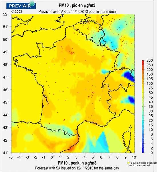 En raison des conditions cycloniques, diverses régions de France sont polluées aux particules en suspension (PM 10). Sur cette carte, le jaune équivaut à une concentration de 50 µg/m3 (le seuil d'information) et les teintes orangées délimitent les secteurs à plus de 80 µg/m3 (le seuil d'alerte). © Prev'air, www.prevair.org