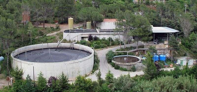 Les processus de nitrification et dénitrification, utilisés par les usines biologiques de traitement des eaux usées, dégagent du protoxyde d'azote. © Xavigivax, Wikipédia, cc by sa 3.0