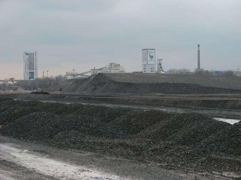 La mine de charbon à ciel ouvert de Bielszowice, en Haute-Silésie (Pologne). Le pays demande du temps pour moderniser son industrie de production électrique. © GNU Free Documentation License