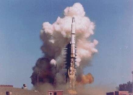 """Le lanceur Long March 2C, qui emportera la première """"graine de satellite""""(Courtesy of Swedish Space Corporation)"""
