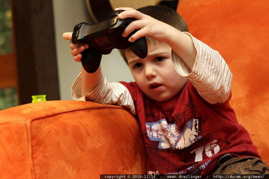 La dyslexie pourrait-elle être soignée grâce aux jeux vidéo ? Selon cette étude, ils pourraient aider à y parvenir en tout cas. © sean dreilinger, Flickr, cc by nc sa 2.0