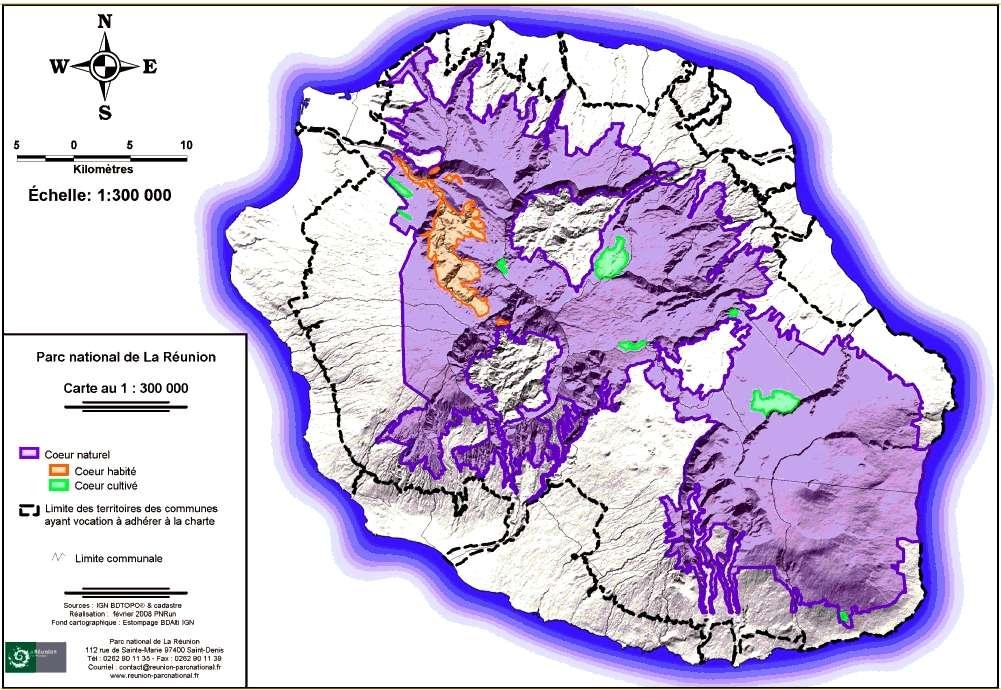 Le parc national de la Réunion occupe 40 % de la surface de l'île et comprend les célèbres pitons, les remparts et les cirques. On y trouve des écosystèmes très particuliers, comme les forêts ombrophiles subtropicales, les forêts de brouillard (forêts tropicales d'altitude) et des landes. © Parc national de la Réunion