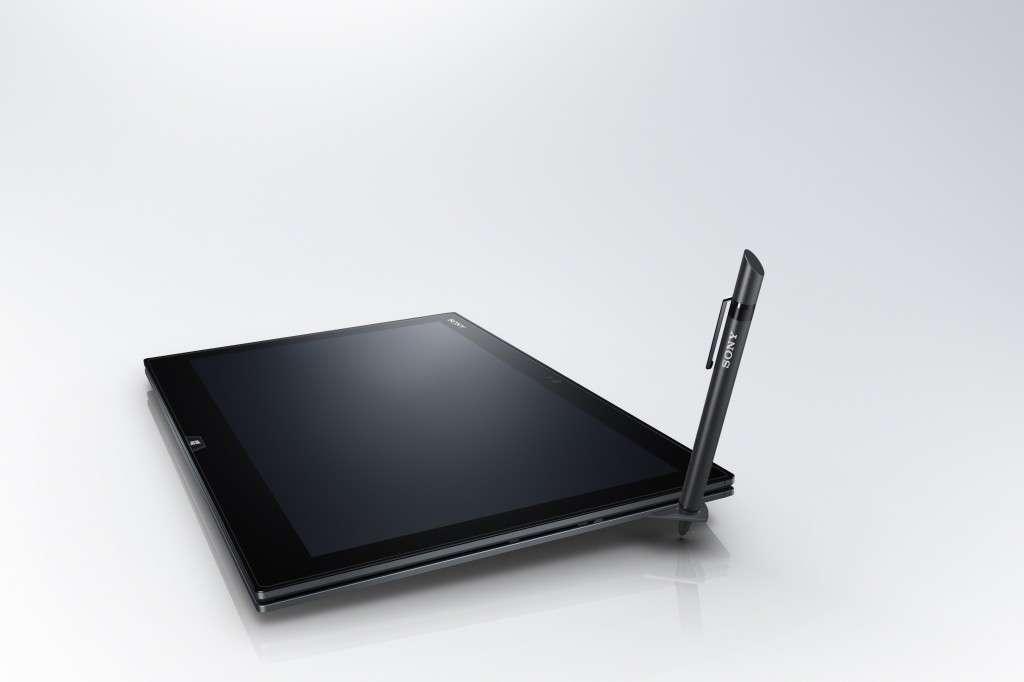 Le Vaio Duo 13 est équipé d'un stylet qui, dès qu'on le retire de son support, lance une application de prise de notes. © Sony