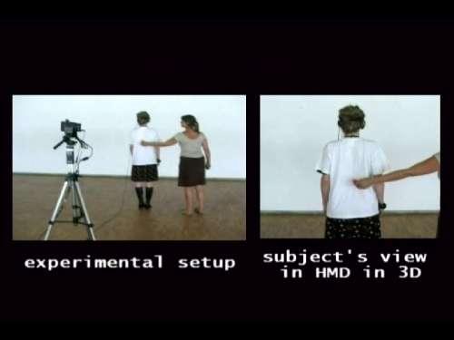 L'expérimentatrice caresse le dos du sujet, qui, sur les écrans de son casque, voit la scène de dos. Suis-là où je crois être ? © Olaf Blanke