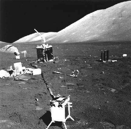 Le LEAM (Lunar Ejecta and Meteorites) installé à la surface de la Lune par l'équipage d'Apollo XVII(Crédits : NASA)