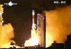 Mise à feu du lanceur Ariane 44L depuis le centre spatial guyanais de Kourou. Crédit Arianespace.