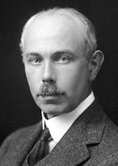 Francis Aston (1877-1945) était un chimiste et physicien anglais. Il a reçu en 1922 le prix Nobel de chimie pour sa découverte, au moyen de son spectromètre de masse, des isotopes d'un grand nombre d'éléments non radioactifs. © The Nobel Foundation 1922