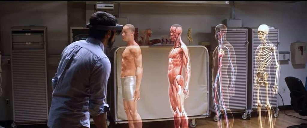Encore au stade de développement, les lunettes de réalité augmentée HoloLens font ici la démonstration des possibilités qu'elles ouvrent en matière d'enseignement interactif. © Microsoft, Case Western Reserve University, YouTube