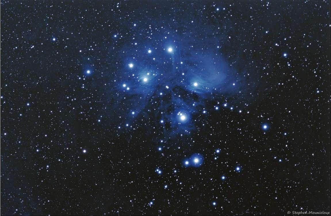 Messier 45, l'amas des Pléiades dans toute sa splendeur. © S. Mounioloux