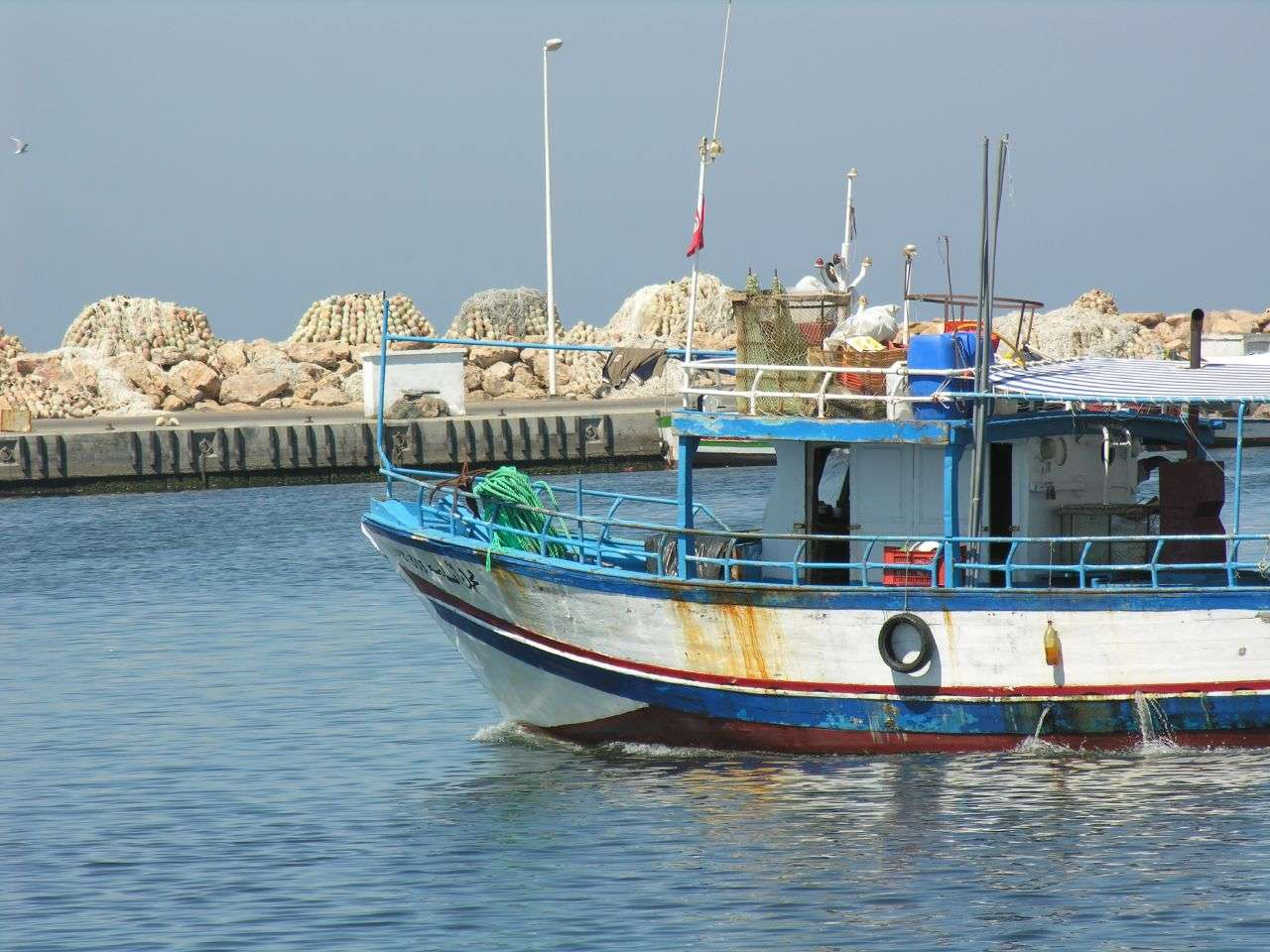 Le golfe de Gabès est très riche en poisson. Il fournit 65 % des prises de pêche en Tunisie. Ses eaux sont poissonneuses mais paradoxalement pauvres en éléments nutritifs. © Phileole, Flickr, CC by 2.0