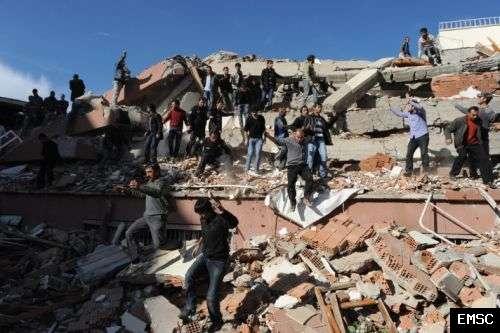 Une photographie prise dimanche par un témoin du séisme et transmise au Centre de sismologie euroméditerranéen. © EMSC