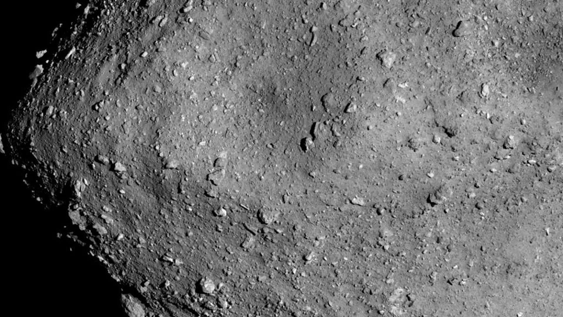 Détail de l'astéroïde Ryugu observé par la sonde Hayabusa-2. © Jaxa