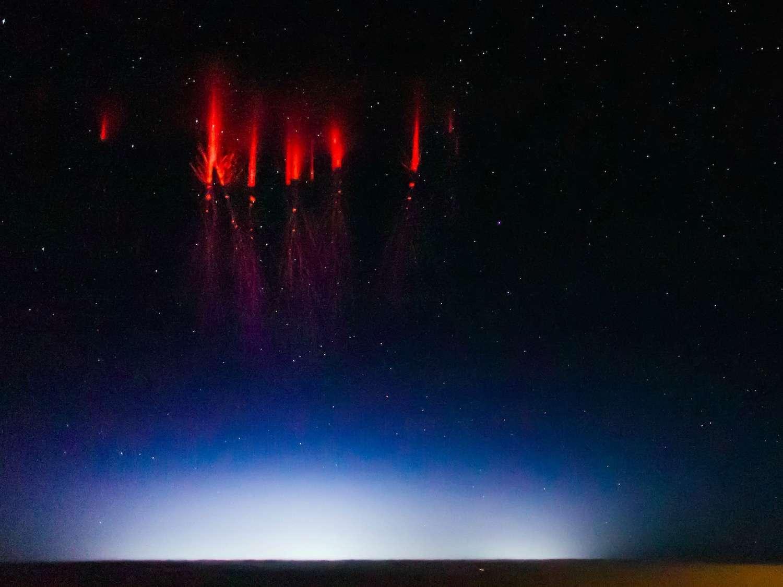 Sylphes, ou farfadets rouges (sprites en anglais), photographiés depuis un avion en 2013. © Jason Major, Flick'r, CC BY-NC-SA 2.0