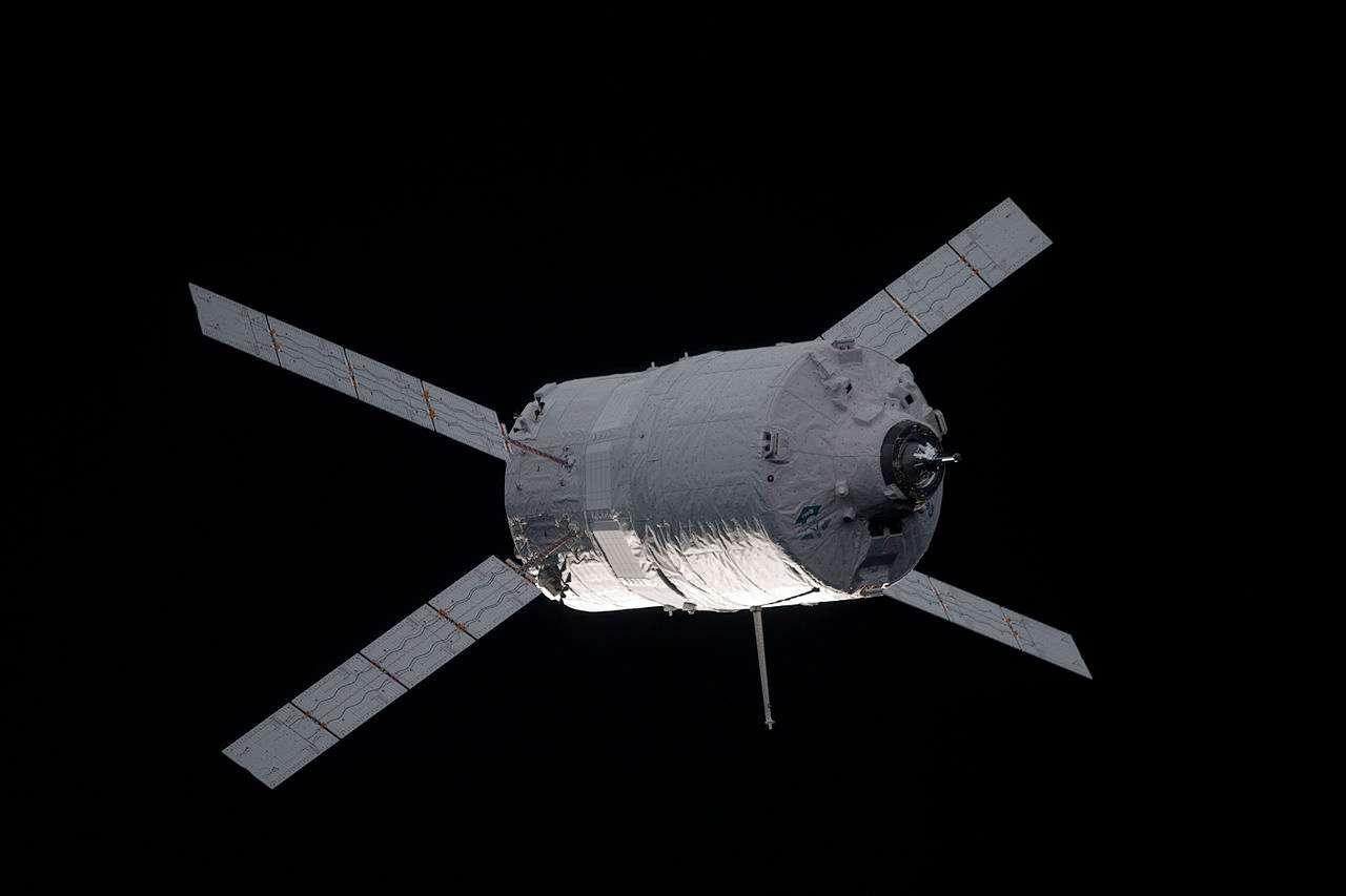 Pour remplacer le Véhicule de transfert automatique (ATV), l'Agence spatiale européenne pourrait développer des engins spatiaux capables de réaliser une multitude missions en orbite basse. À l'image, l'ATV-3 Edoardo Amaldi en route vers l'ISS, en mars 2012. © Nasa