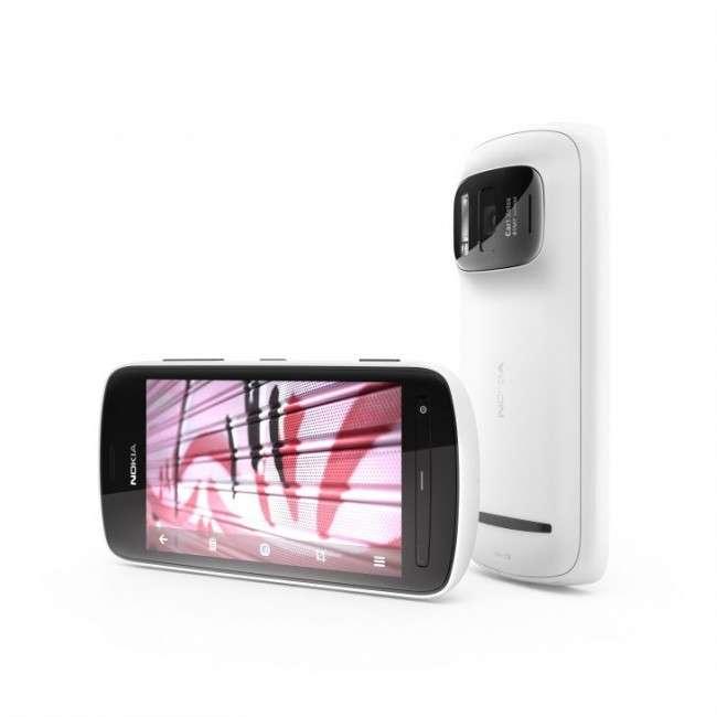 C'est en cherchant vainement à intégrer des zooms optiques que les ingénieurs de Nokia ont eu l'idée d'utiliser un grand capteur pour générer un seul pixel très défini à partir de plusieurs autres plus petits. Résultat : le 808 PureView. © Nokia
