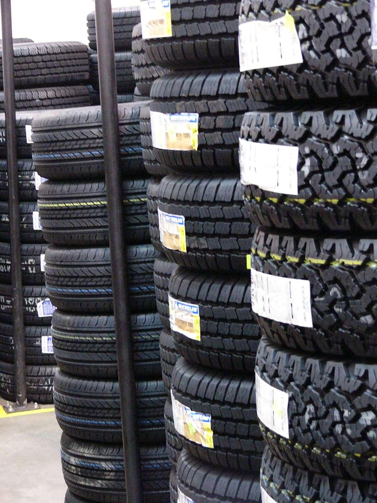 Une représentation de différents pneus verts qui permettent de moins consommer de carburant. © Marjorie Lipan, cc by nc sa 2.0