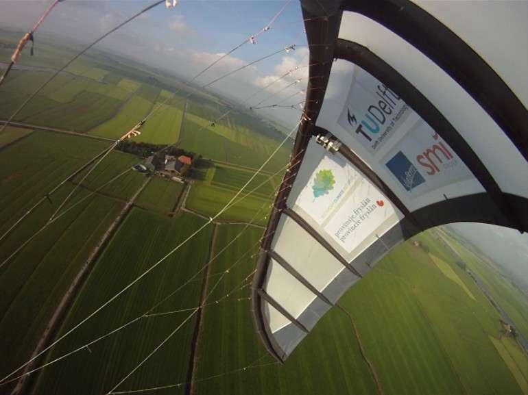 L'aile utilisée durant les tests du système Kite Power a une superficie de 25 m2. Depuis janvier 2010, près de 160 cycles de pompage ont été réalisés. Ils sont de plus en plus efficaces, ce qui se traduit par une meilleure production d'électricité. © Université technologique de Delft