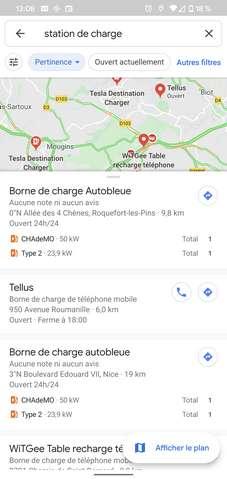 La version française de Google Maps indique le type de prise électrique et leur nombre. © Futura