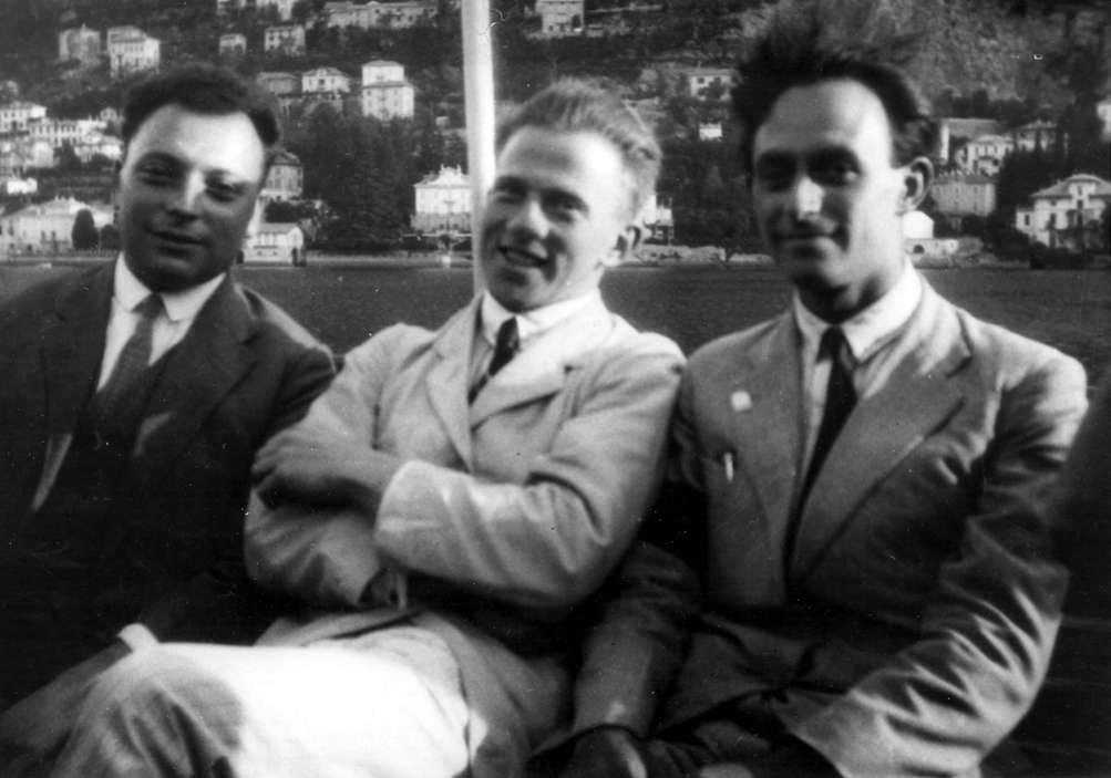 De gauche à droite Pauli, Heisenberg et Fermi, les découvreurs de la théorie quantique des champs relativistes et de la théorie des neutrinos. Si les neutrinos d'Opera vont bel et bien plus vite que la lumière, il faudra modifier leurs équations. © Cern