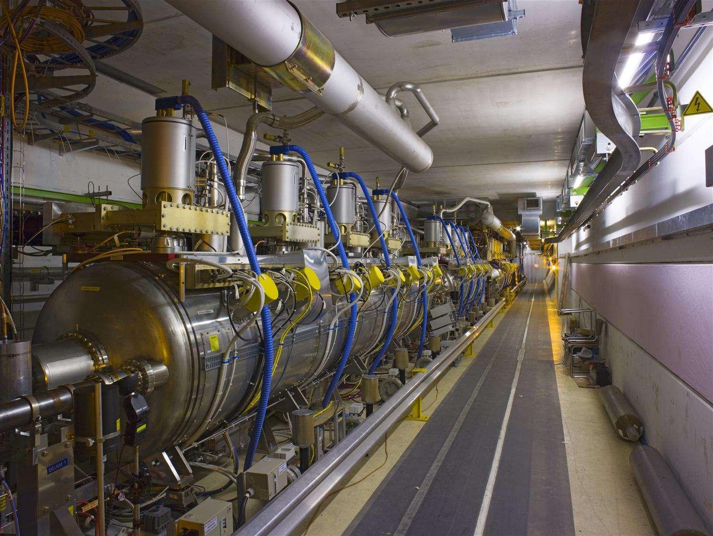 Les cavités à radiofréquences du LHC utilisées pour accélérer les protons à 7 TeV. Crédit : Cern