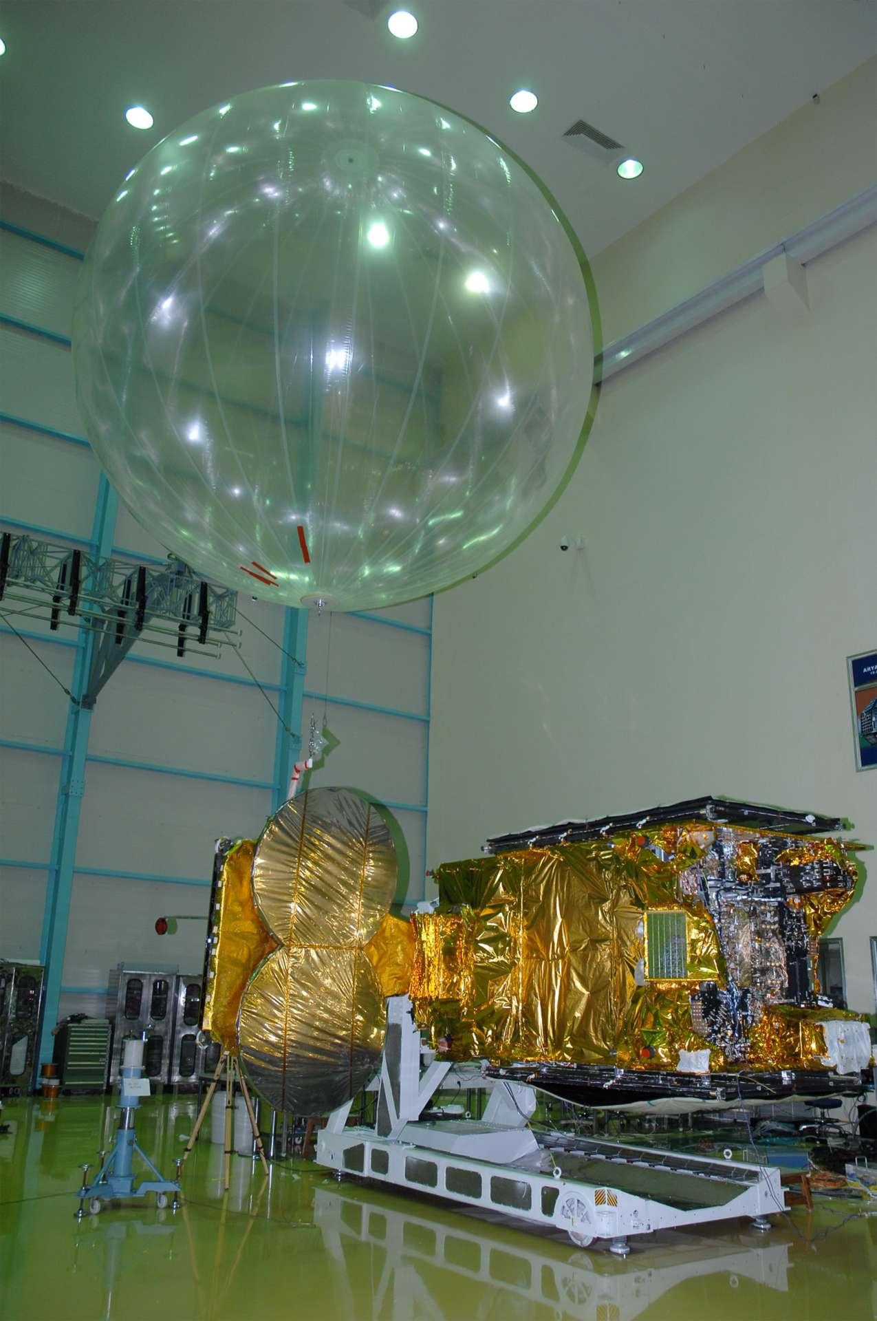 Le satellite Hylas, lancé par une Ariane 5 en novembre 2010, est le premier partenariat public-privé mis en place par l'Esa avec Aventi. Les trois autres concernent Inmarsat pour Alphasat, Hispasat pour l'initiative de la petite mission Geo et Astrium GEO-Information Services pour le relais de données. © Isro