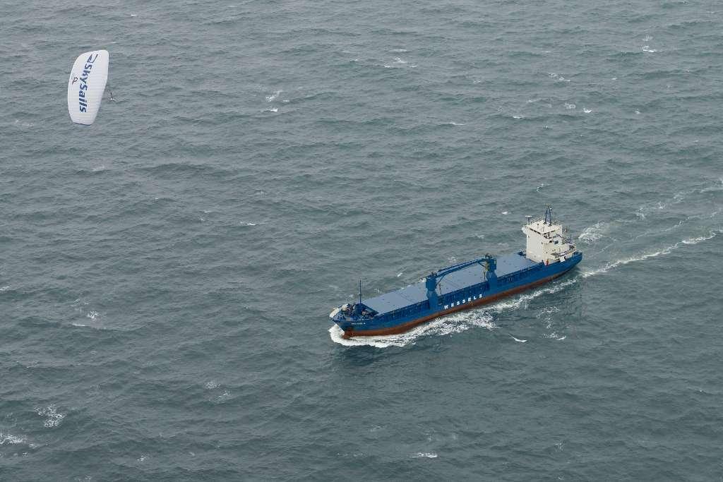 Le MW Michael A a reçu sa voile en 2007. Il s'agit du premier navire commercial de la compagnie Wessels qui a reçu le système SkySails. © Skysails GmbH